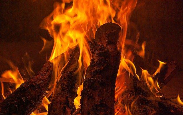teplo ohně