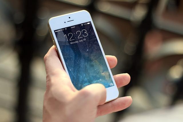 hodiny na mobilu