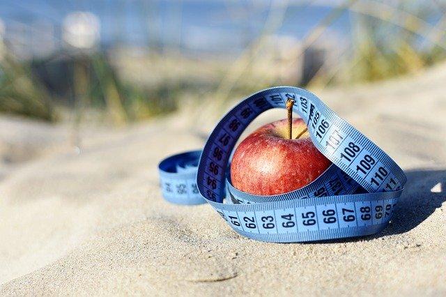 metr kolem jablka